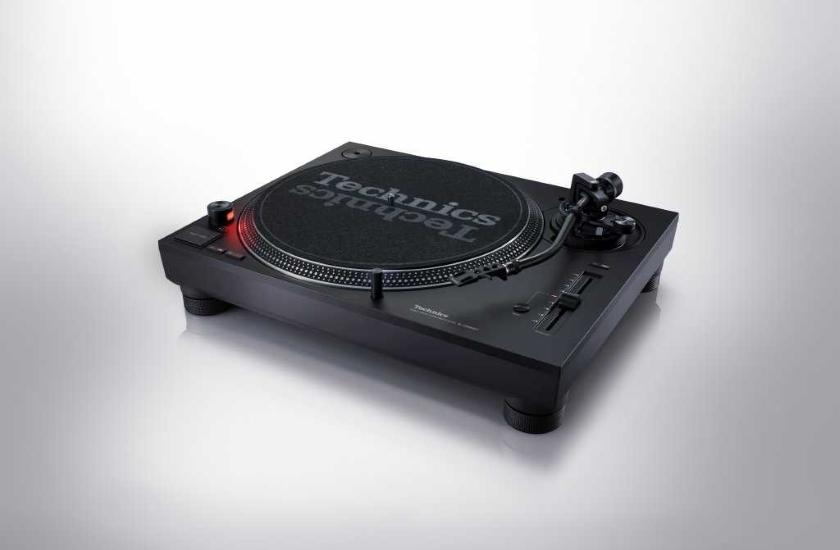Legendární gramofon Technics SL-1210MK7